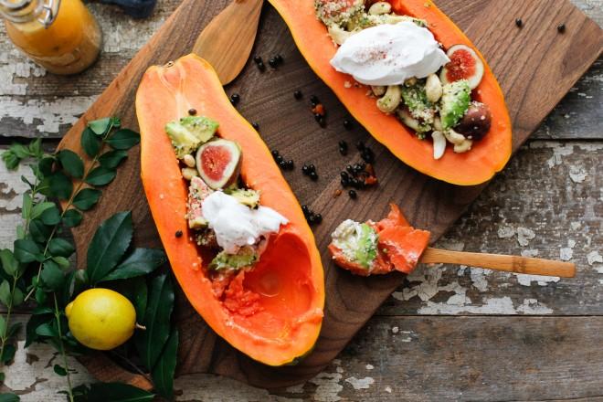 beachy-papaya-boats-papaya-seed-drizzle12-660x440